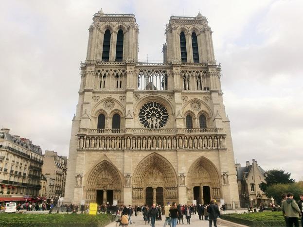 パリ観光は観光客が少ない11月が最適「ノートルダム大聖堂」