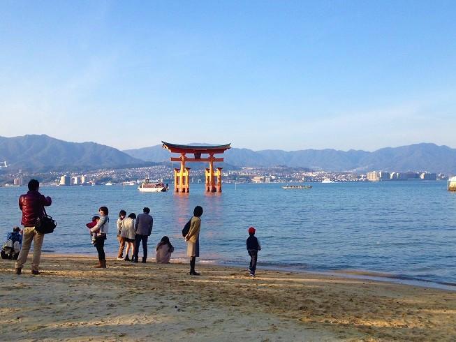 世界遺産「宮島」の紅葉は大混雑だけど美しい