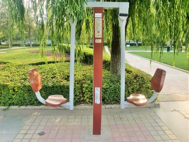 中国の公園おもしろ健康器具