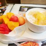 香港グルメはフルーツ、空港で買ったサンドウィッチが美味