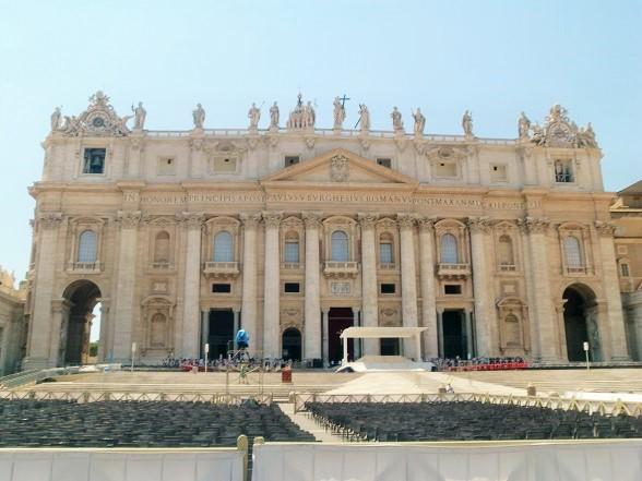 歩き疲れたローマ観光「サン・ピエトロ大聖堂」