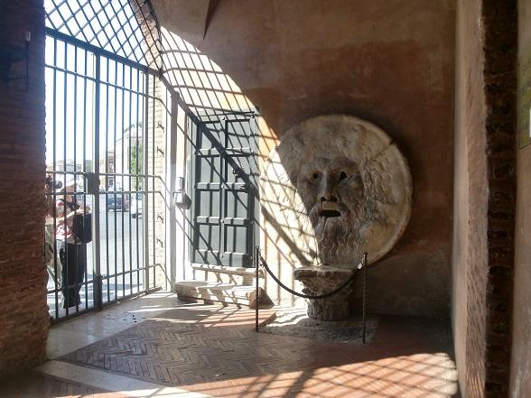 歩き疲れたローマ観光「真実の口」ナヴォーナ広場から歩いて
