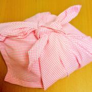 お弁当包みハンカチを手縫い