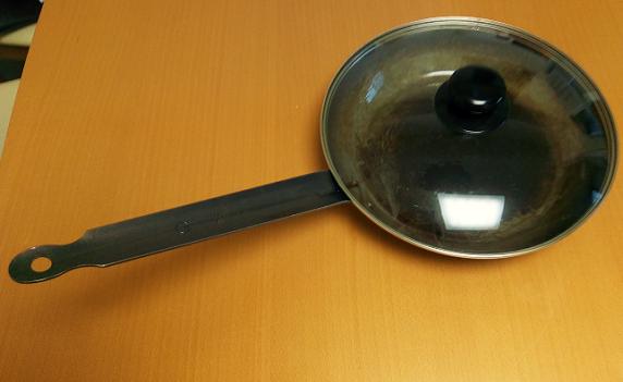 「遠藤商事」鉄黒皮厚板フライパンは重いけれど