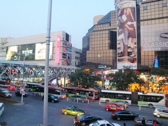北京女子は西単で買い物をする