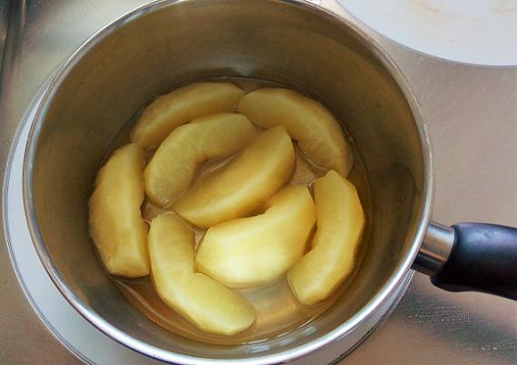 りんごのコンポートを冷やして
