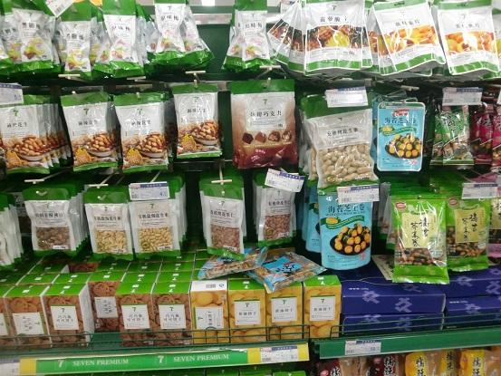 北京で超级市场(スーパーマーケット)内を見て回る