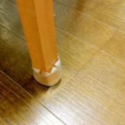目立たない・ずれない・ラクな「椅子の足カバー」