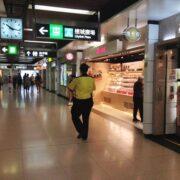 香港地下鉄で一旦改札内に入って出るといくらかかる?