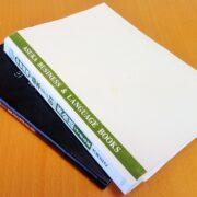 本、アプリ、英語で書かれたブログを併用しながら英語の勉強