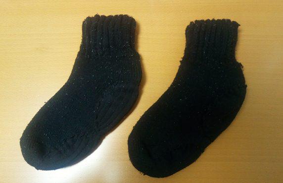 穴あき毛糸靴下を不要靴下で補修